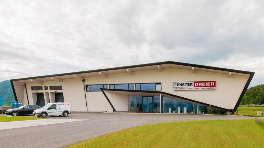 Das Bürogebäude der Firma Dreier besticht durch seine außergewöhnliche Form und seiner nachhaltigen Bauweise mit Massivholz-Elementen.