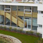 Das Ökodorf in Niederösterreich ist ein Vorzeigebau in schönster Massivholz-Bauweise. Die Siedlung besteht aus Wohneinheiten, in deren Mitte ein Biotop auch der Natur ihren Raum lässt.