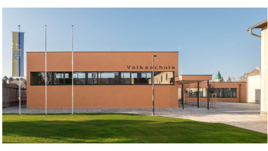 Das neue Schulgebäude der Volksschule in Götzendorf