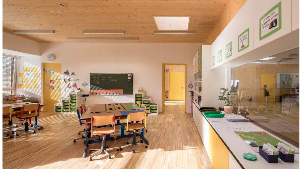 Die Klassenzimmer ermöglichen Kommunikation und kreatives Lernen