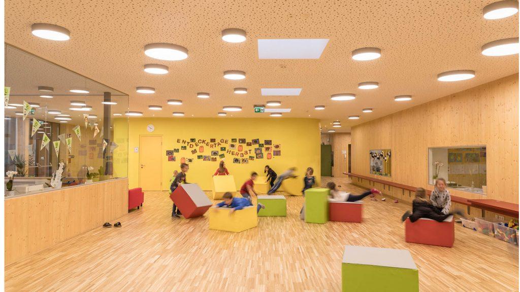 Schule in Bewegung: Immer mehr Schulen setzen auf nachhaltige Massivholz-Elemente
