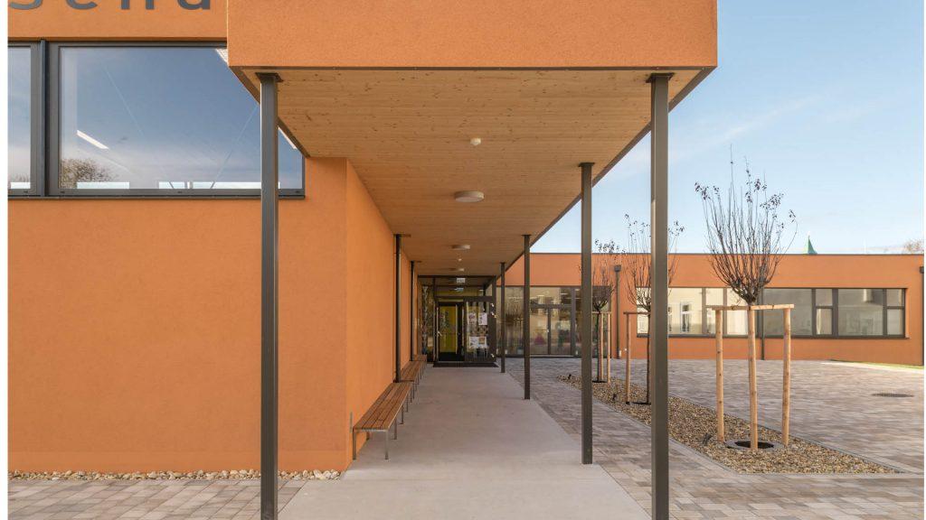 Durchdachte Grundrisse, helle, offene Räume bilden die Lernräume der VS Götzendorf