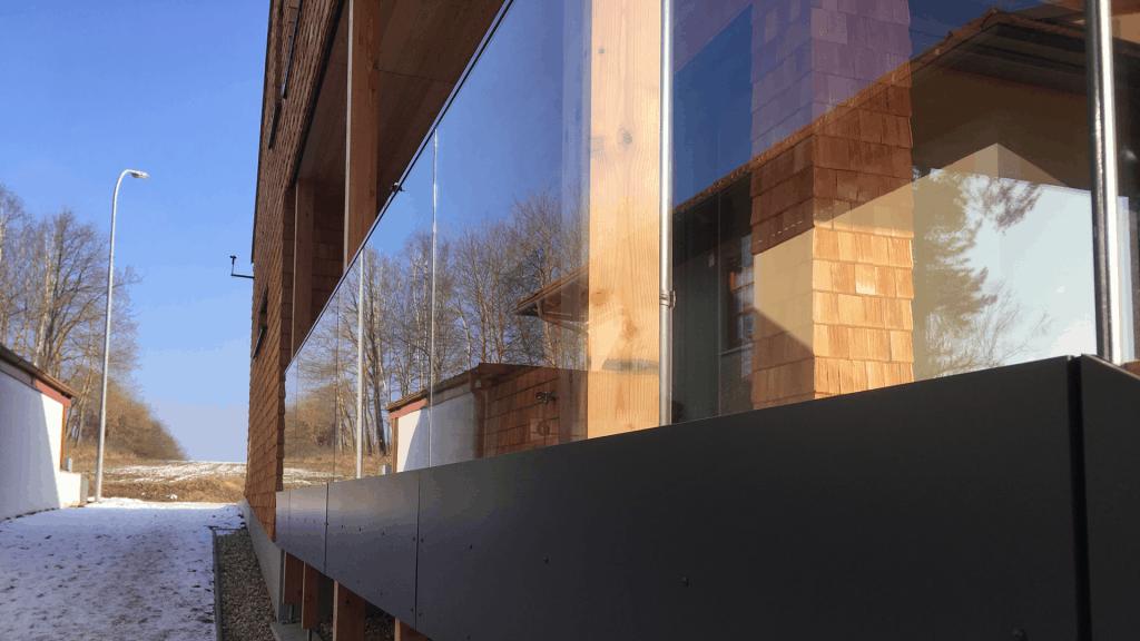 Holz innen und außen: Der Massivholzbau im Waldviertel überzeugt mit schlichtem, aber natürlich betontem Design.
