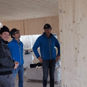 Da haben die 3 gut lachen: Rainer Schönfelder, Georg Guntschnig und Peter Steinbauer bei der Baustellen-Besichtigung