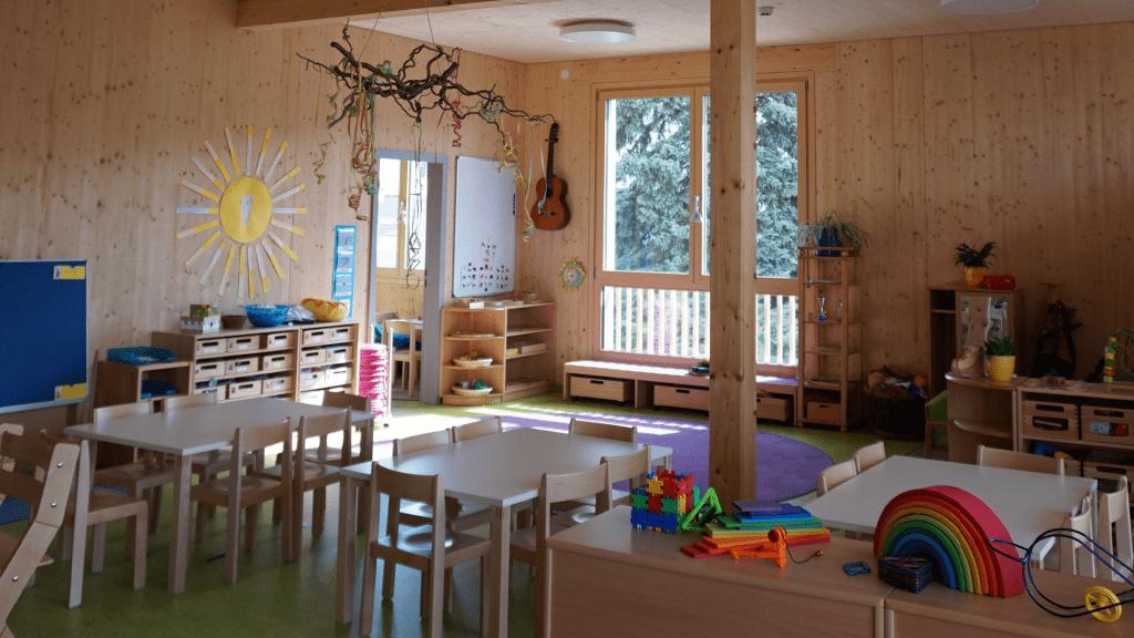 Das warme Massivholz verbreitet gute Laune im Kindergarten Mattersburg