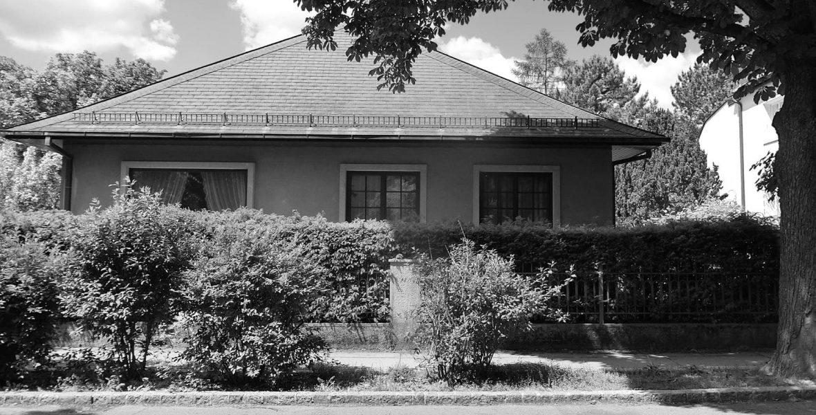 Der 70ger Jahre Bungalow wird umgebaut zu einer gemütlichen und natürlichen Ferienlounge